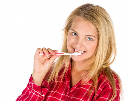 woman-brushing-teeth